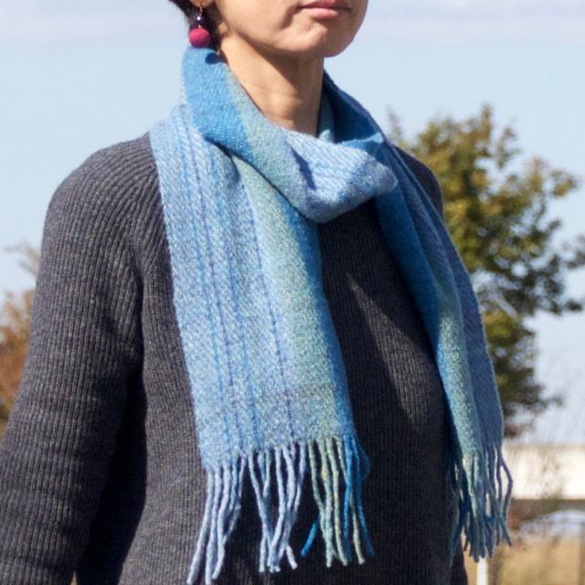 手紡ぎ手織りのマフラー〈やわらかタイプ〉(青系2)