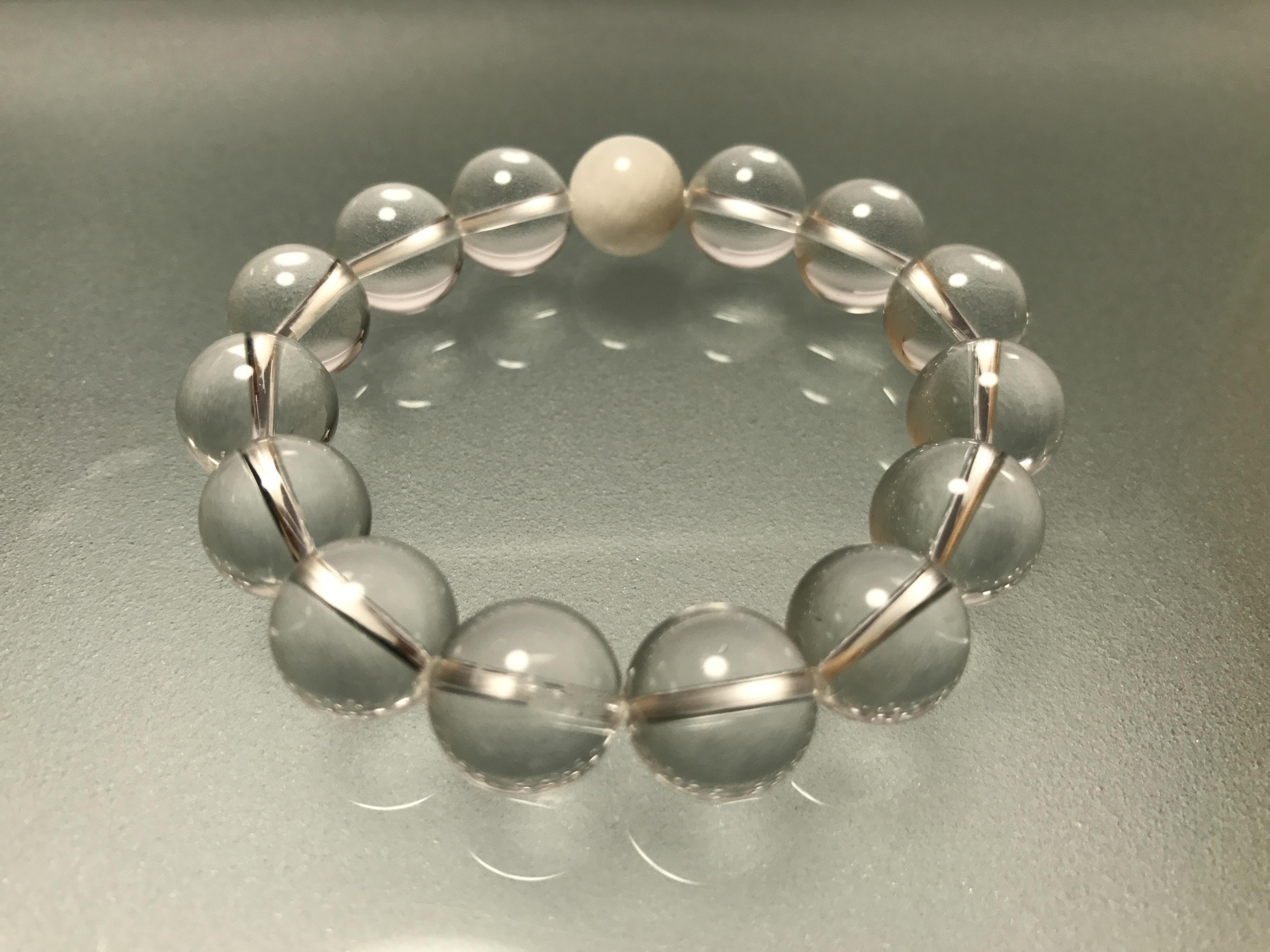 水晶&マザーオブパール 12mm  、浄化作用の水晶と、愛される要素を高めるマザーオブパールの組み合わせです。