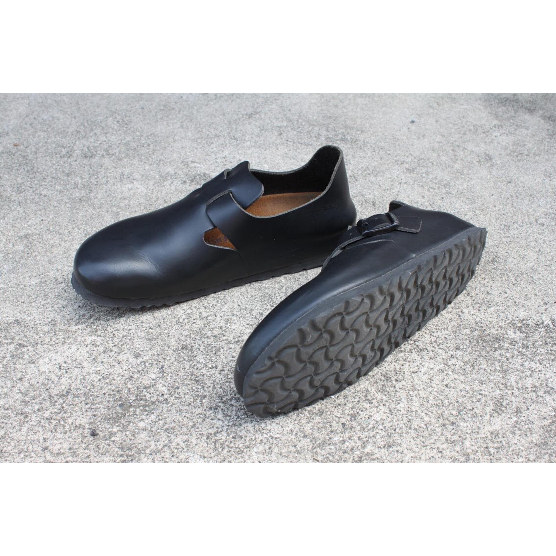 Vintage close-toe strap shoes by BIRKENSTOCK