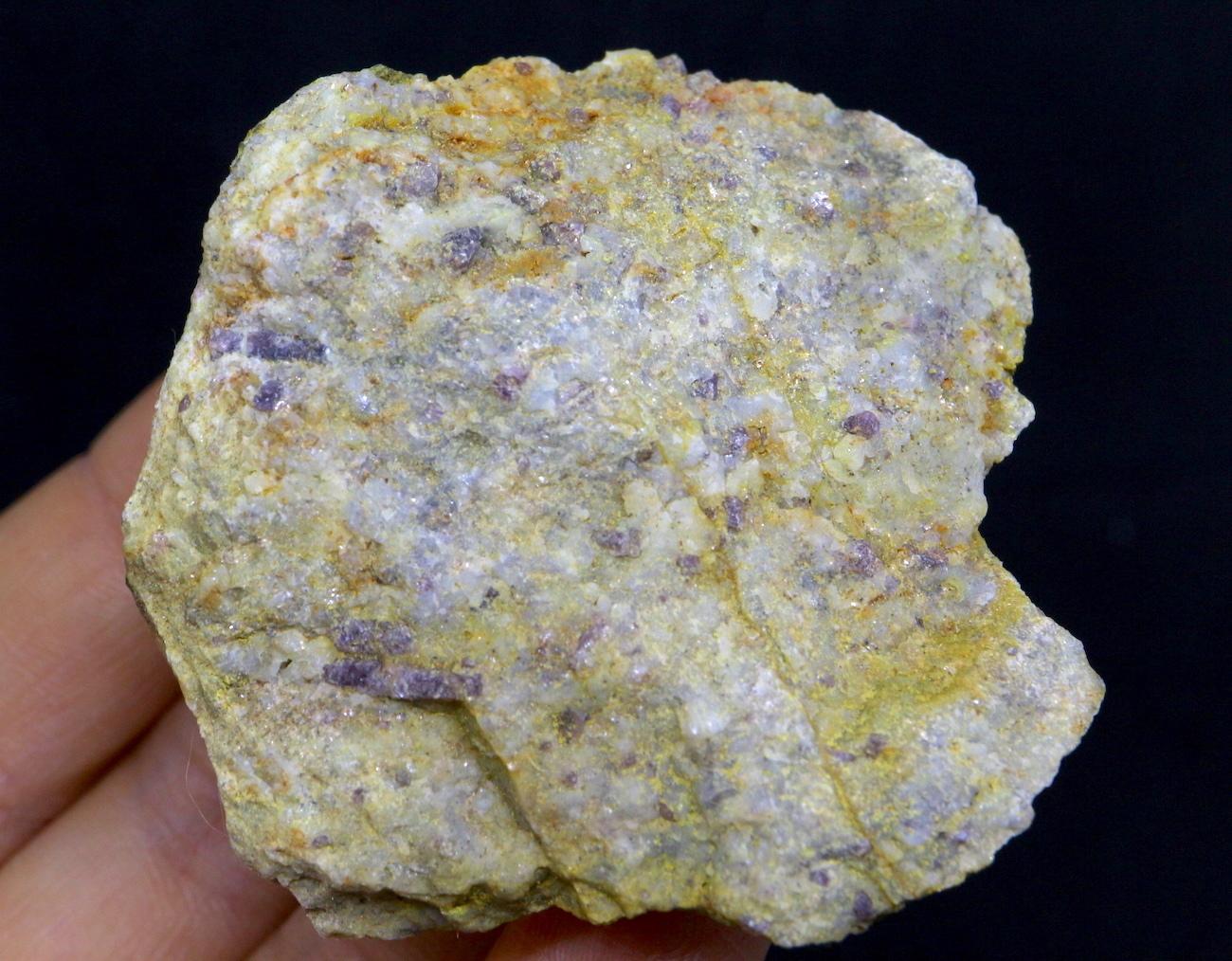 カリフォルア産 コランダム ルビー サファイア 原石 自主採掘 62g RB010