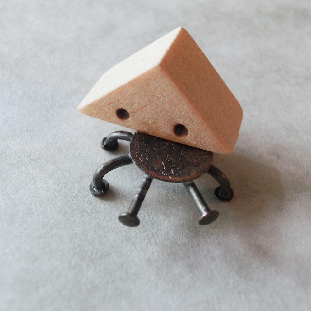 【おむすび虫】a  オーナメント 真鍮 木 #1379