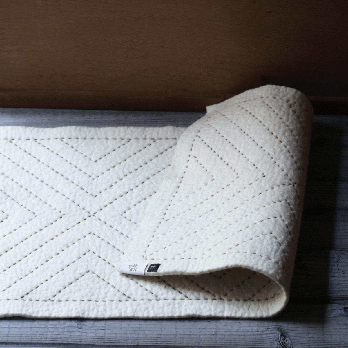 羊毛フェルトの刺繍マット