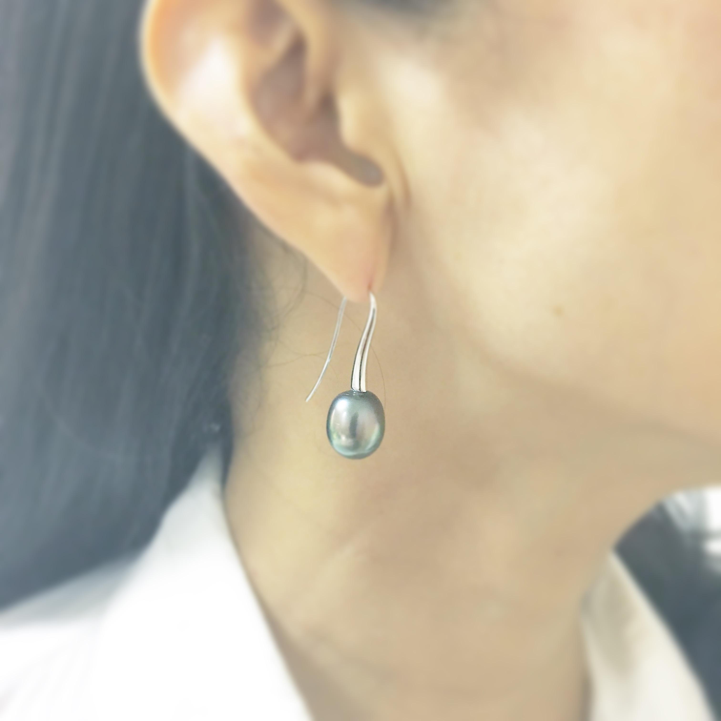 The Oval Hook Piercing K18WG