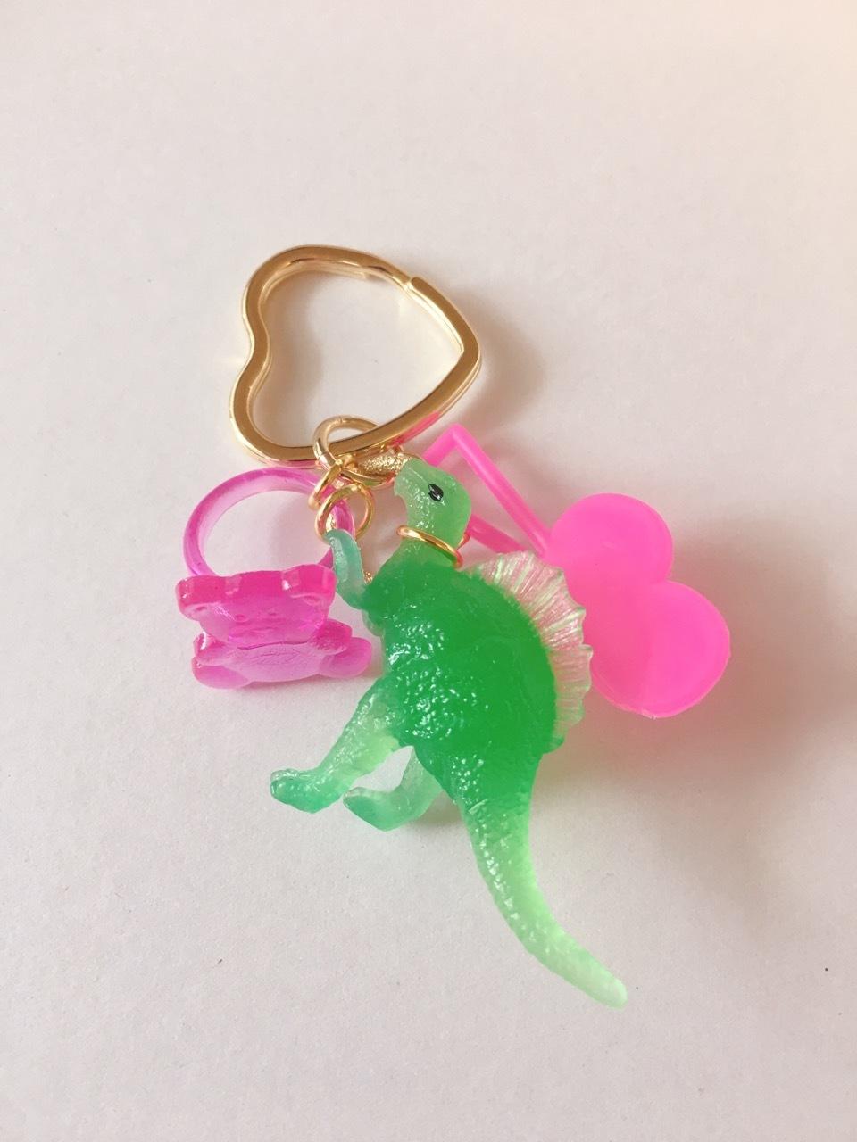 恐竜キーホルダー