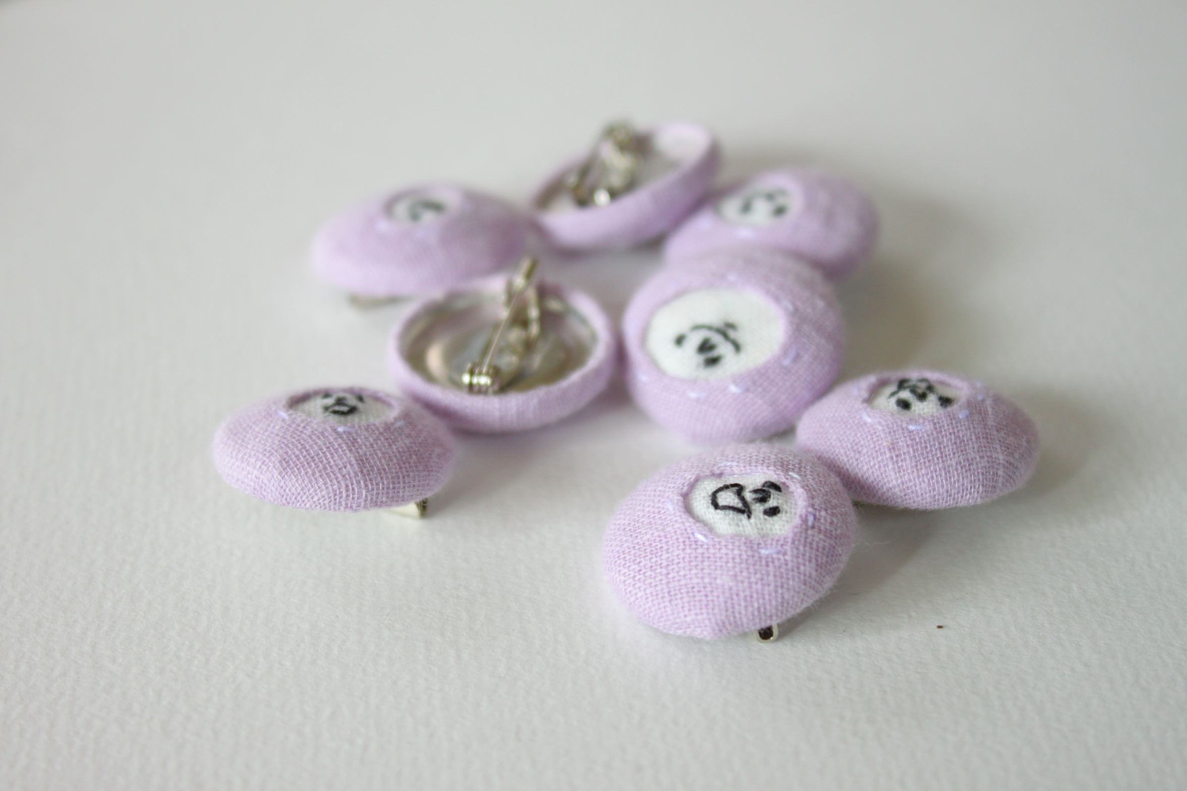 spica.g 顔のブローチ・22mm ・Light purple