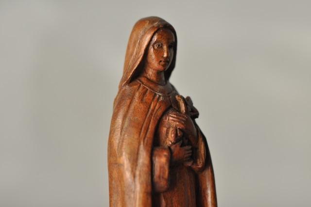 聖テレーズ木彫り像