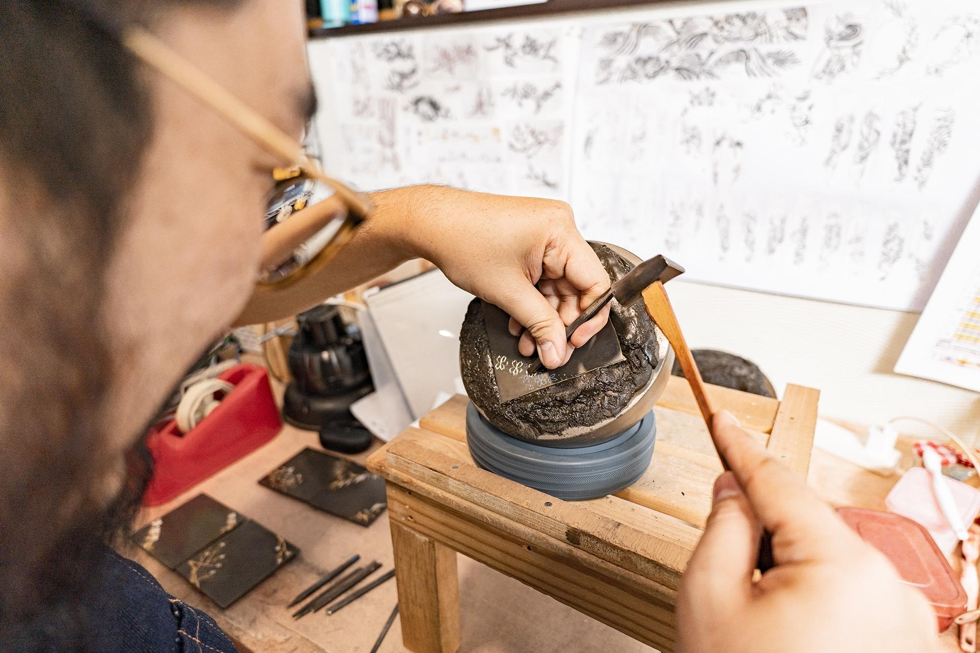 和田彫金工房 繊細な技術が光る世界に一つの彫金コースター2枚組