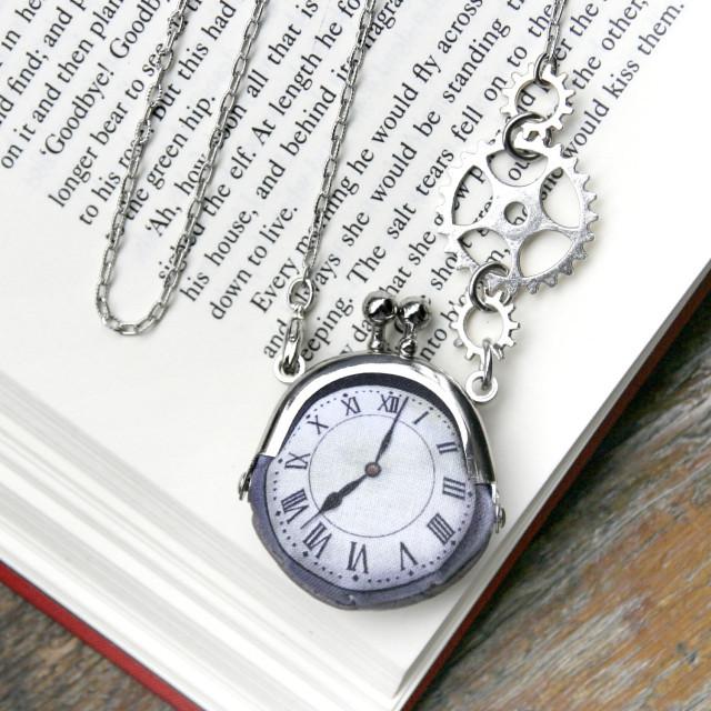 【即納】時計がま口ミニ 大きな歯車のネックレス  ローマ数字銀時計 - 金星灯百貨店