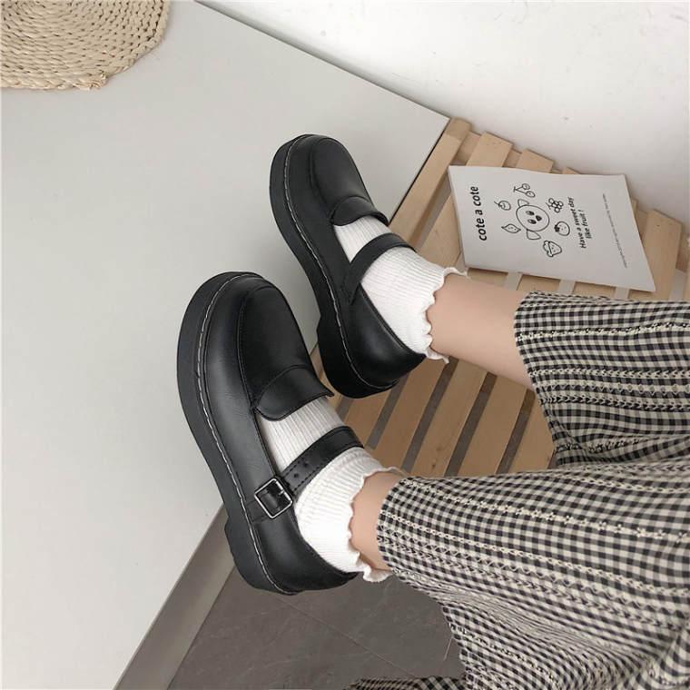【送料無料】丸いシルエットが可愛い ♡ ガーリー レトロ カジュアル ストラップ付き ローファー シューズ 靴