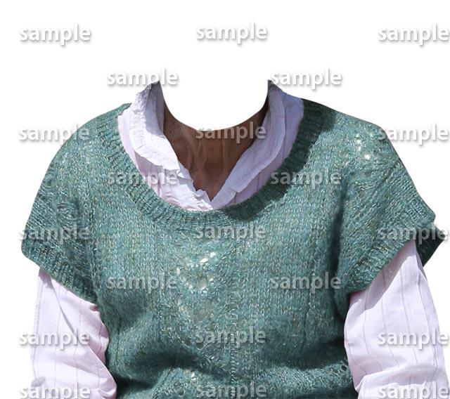 女性ミントグリーンセーター白シャツ正面