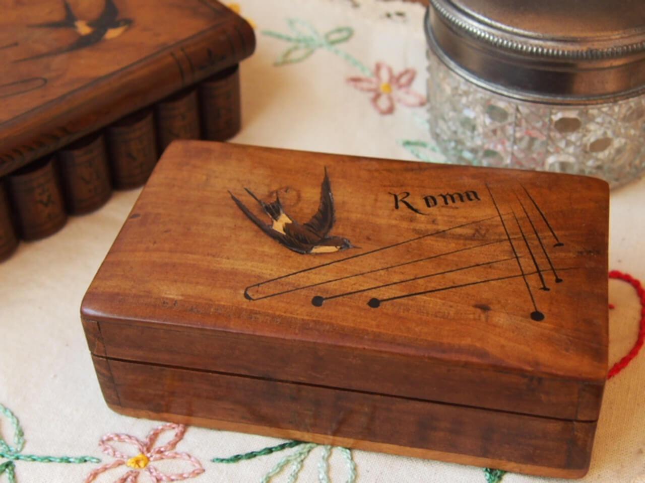 モシュリンヌの木箱(ツバメ)