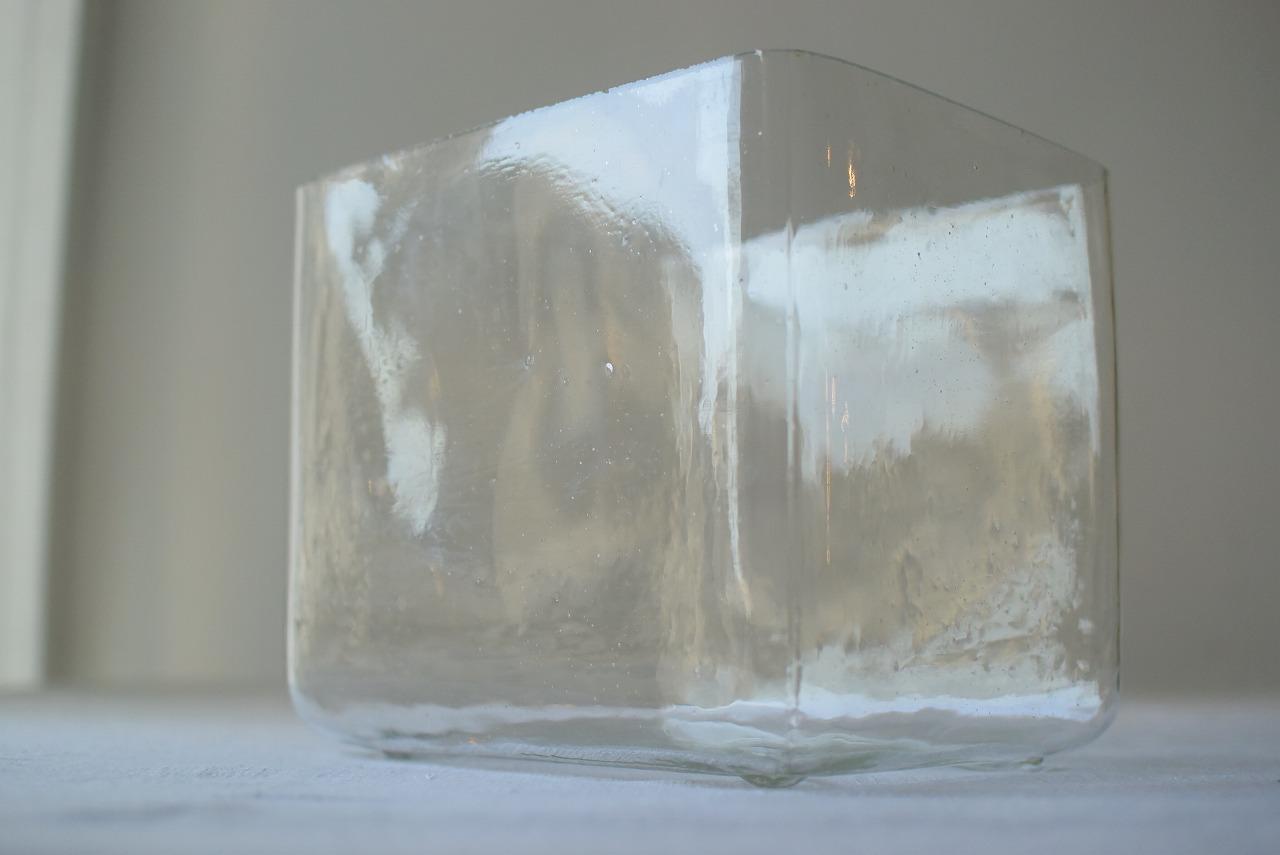 小振りなガラスの水槽