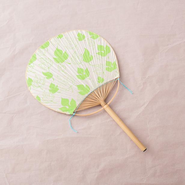 うちわ コウゾの葉(黄緑)【手染めうちわ】