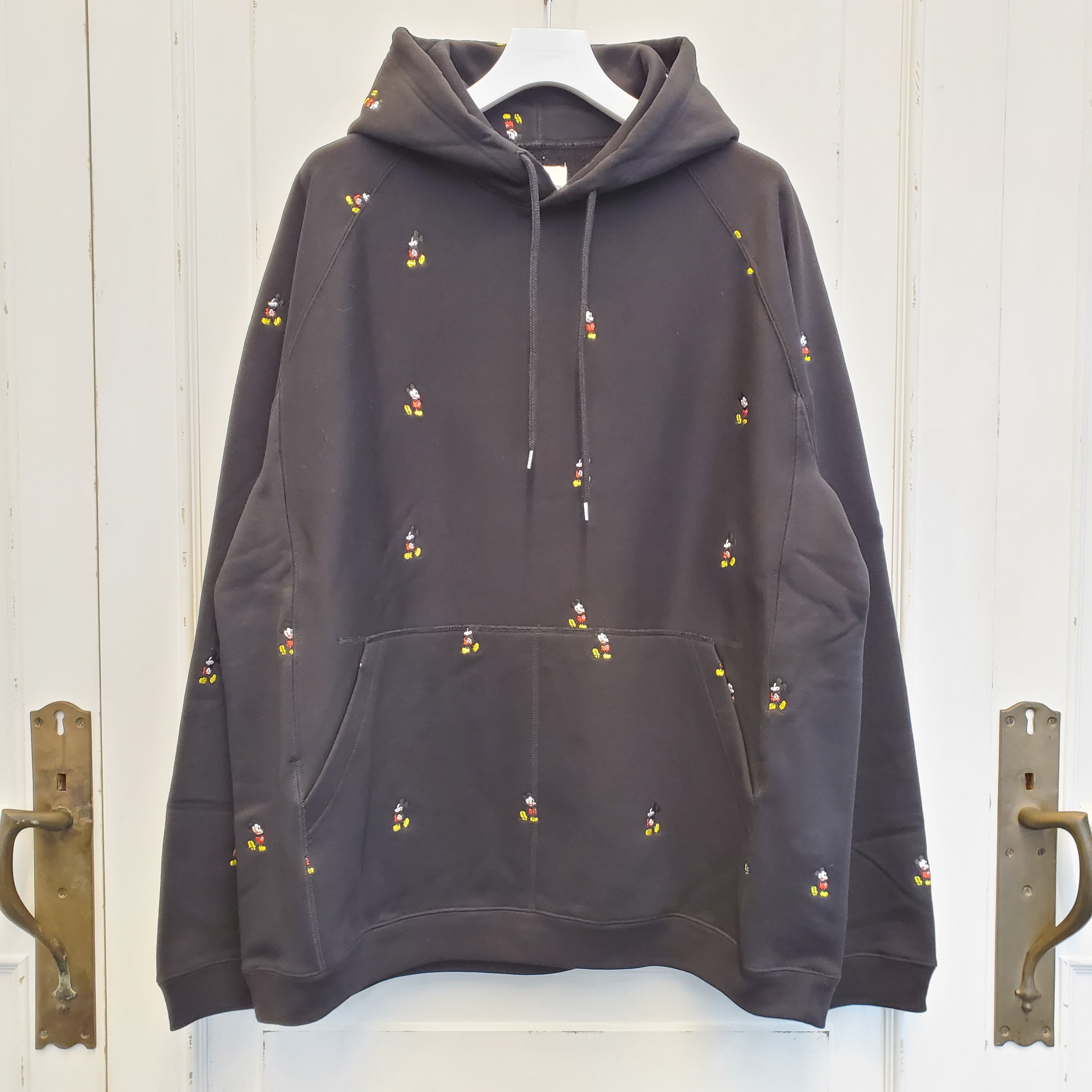 sc.0038aSS20 oversized Mickey Mouse embroidered pullover hoodie. (original color Mickey Mouse)