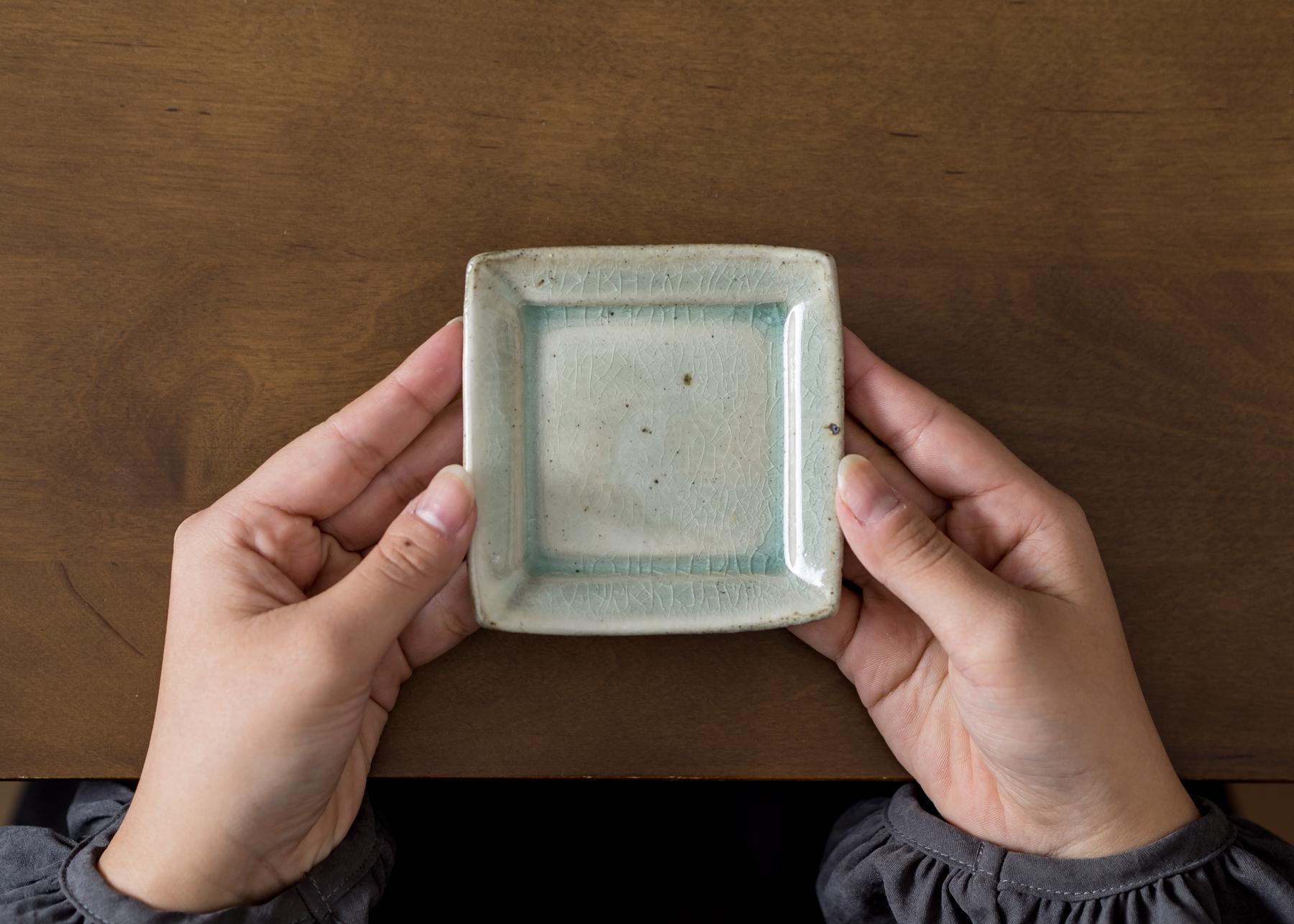 灰釉 角豆皿(小皿・お茶請け皿・取り皿・醤油皿)/くるり窯
