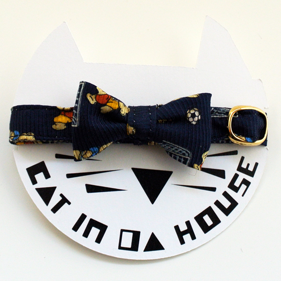 cat's collar vintage printed fabric_f