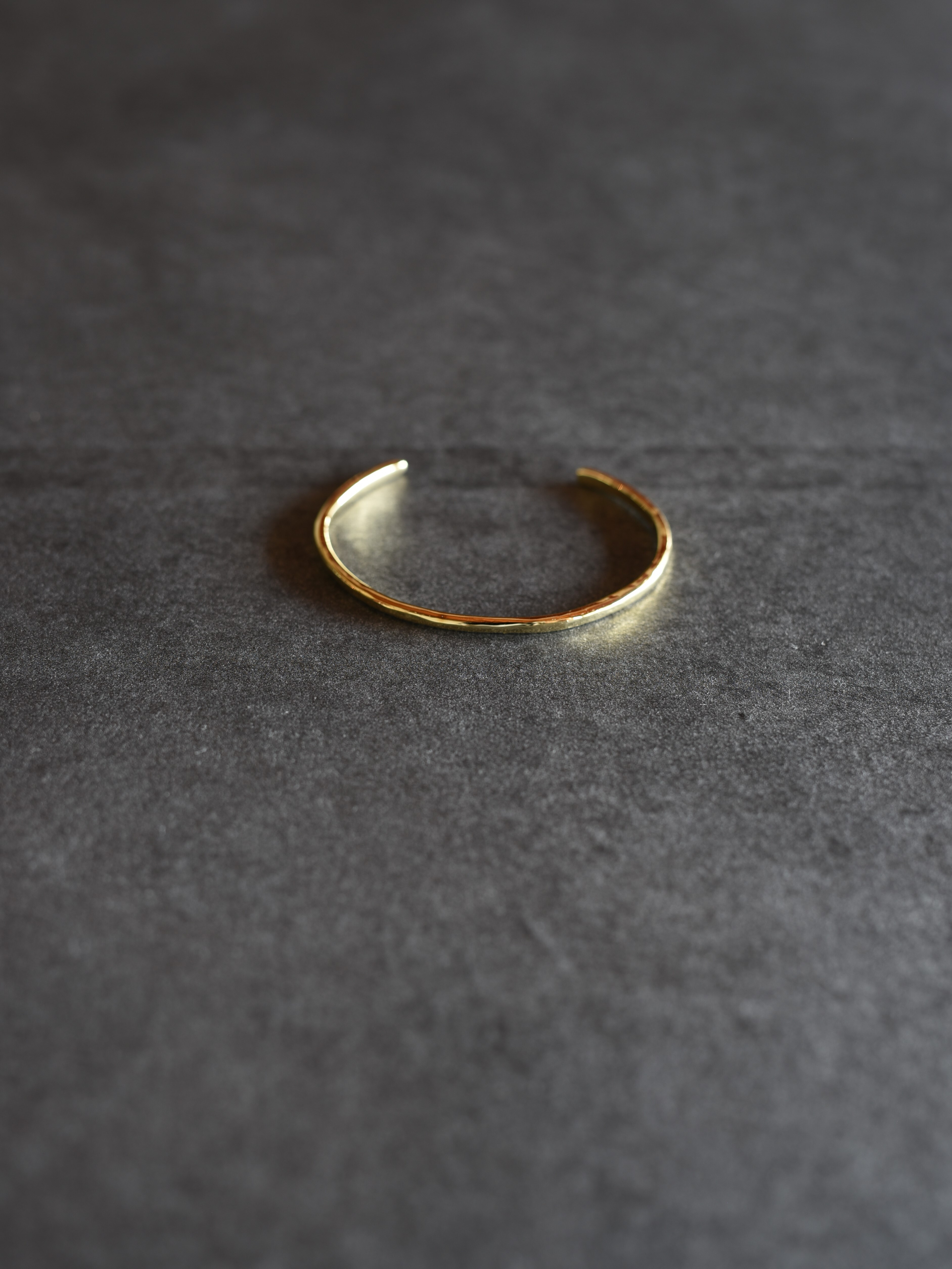 accessories mau|B-12 細brass bangle
