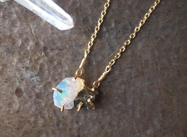 原石のオパールとパイライトのネックレス
