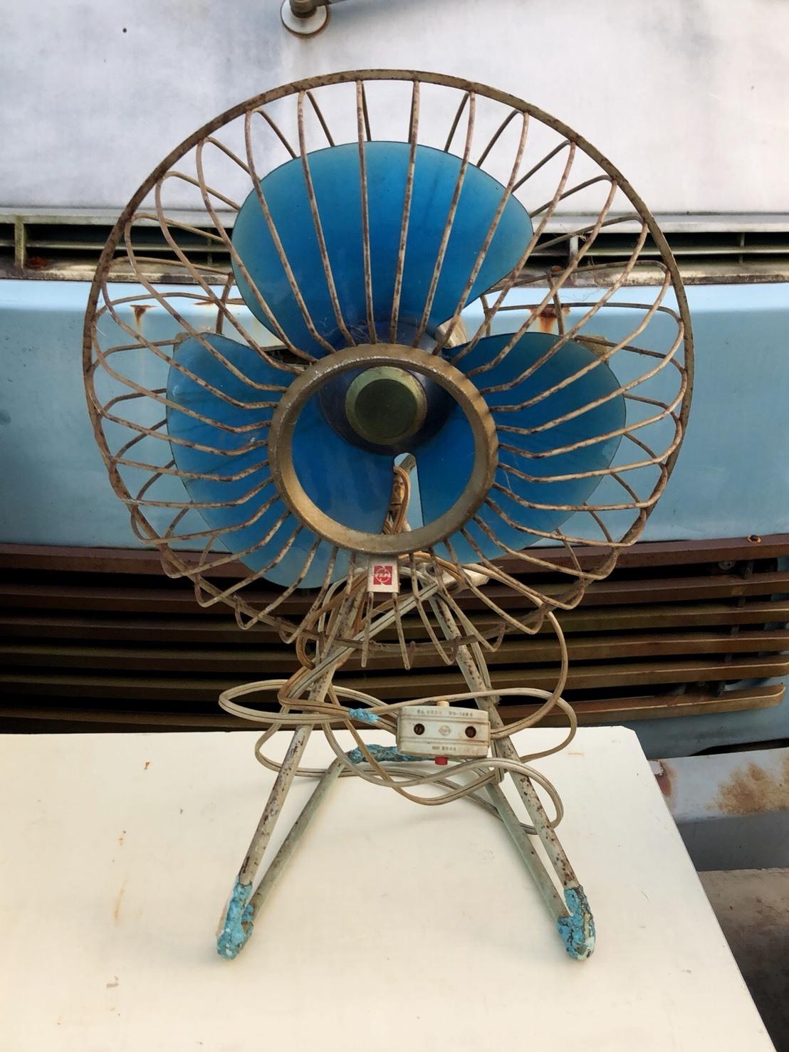 たまに暑い日に使いなよ。ちっこい扇風機