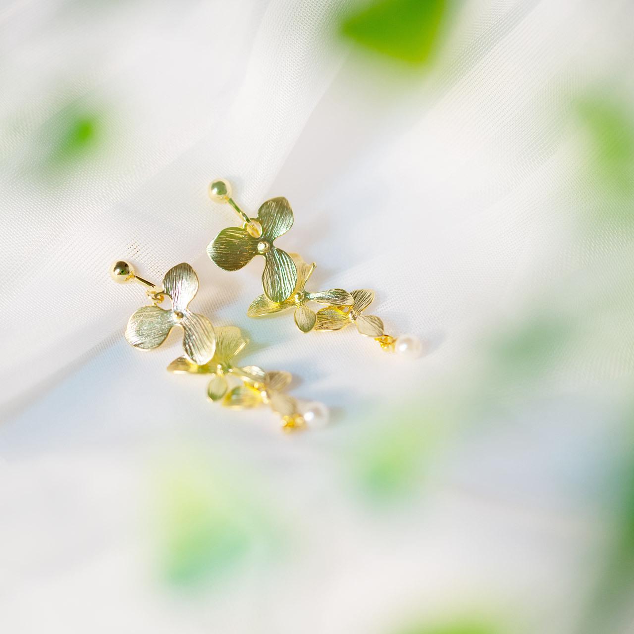 小花の揺れるピアス&イヤリング