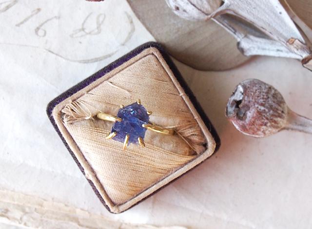 A様オーダー 原石のタンザナイトのリング