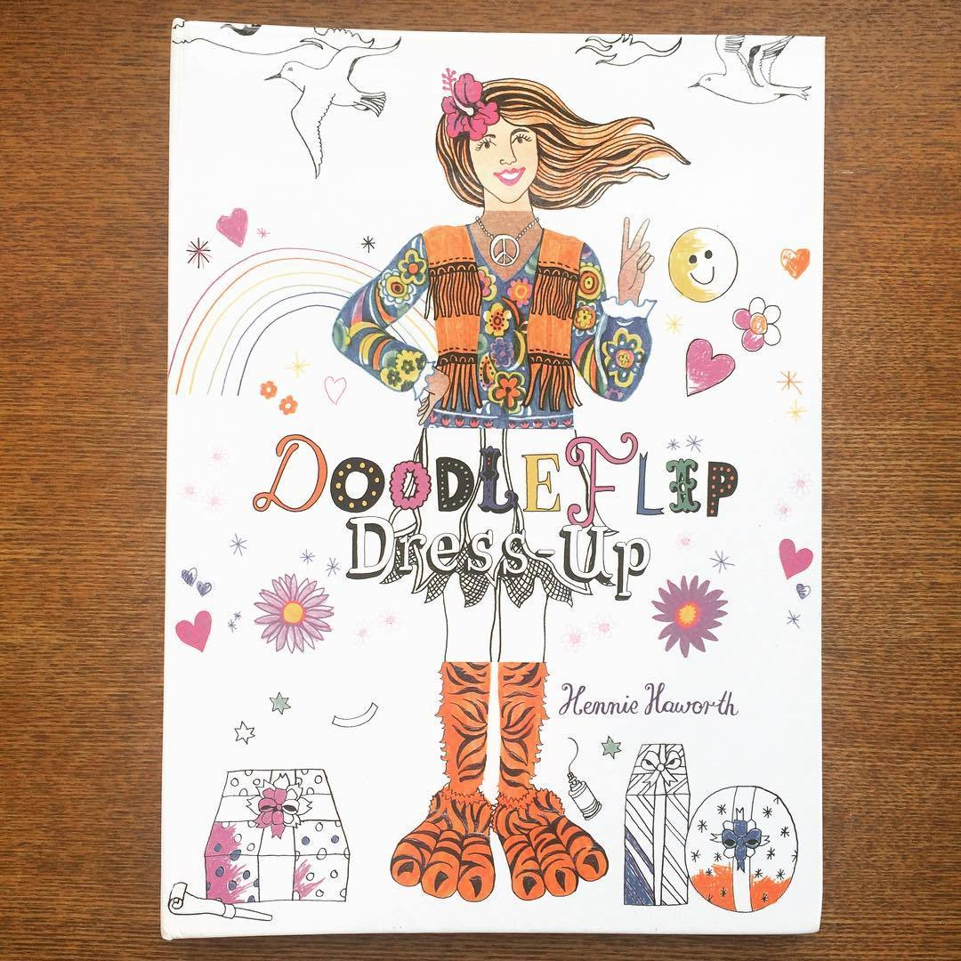 ファッション絵本「Doodleflip Dress-up/Hennie Haworth」 - 画像1