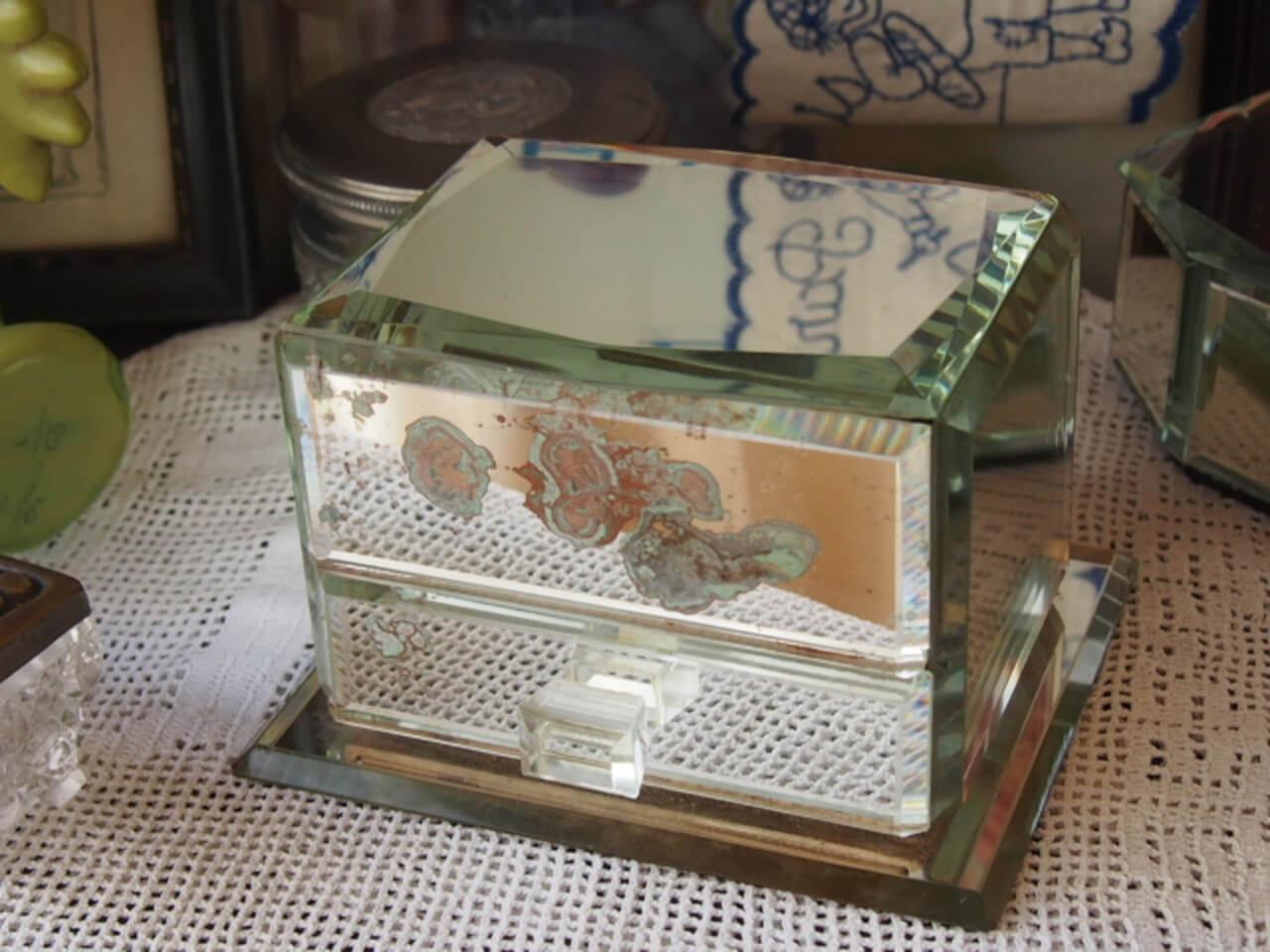 ミラー貼りのジュエリーボックス