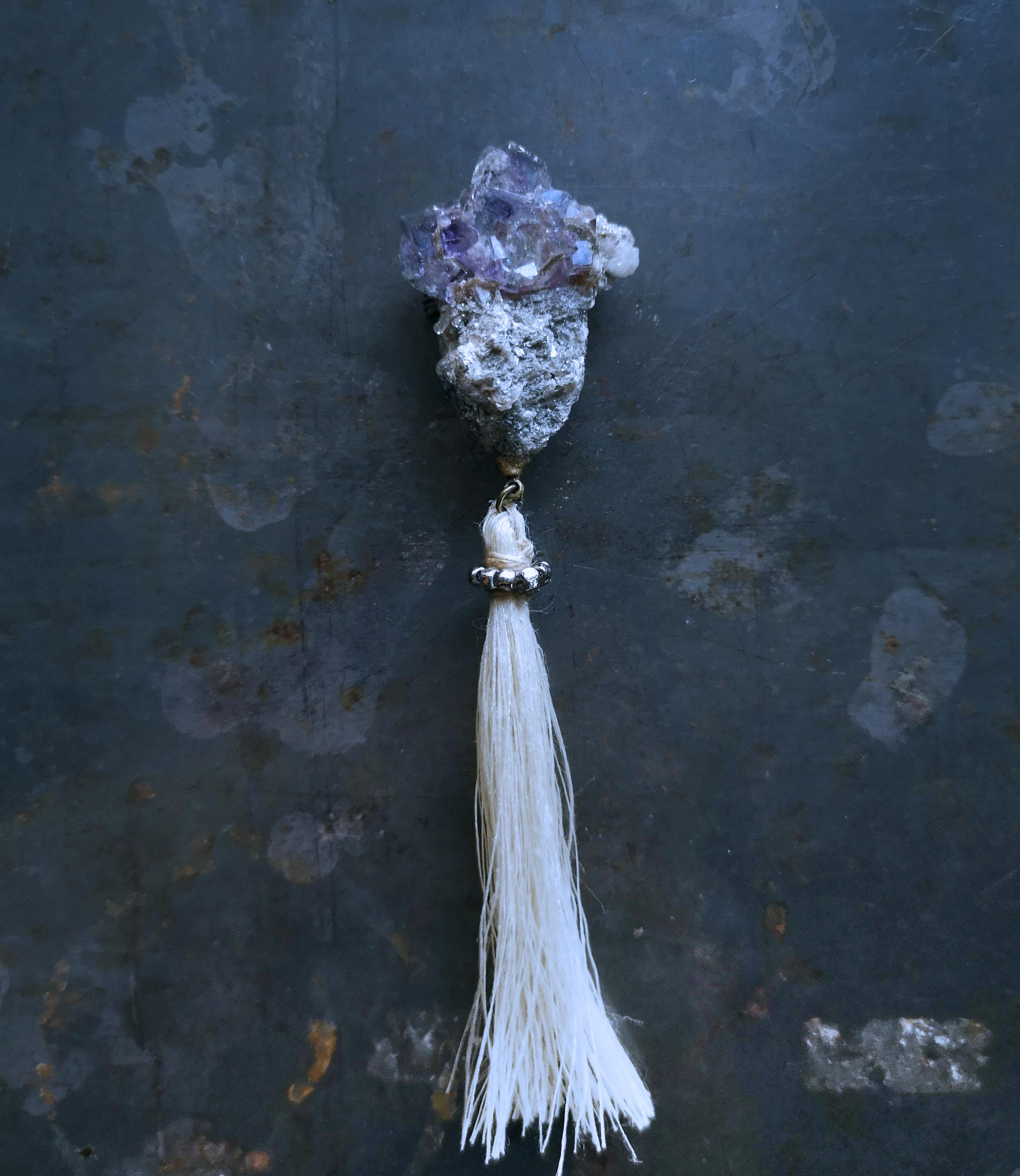 紫蛍石のブローチ