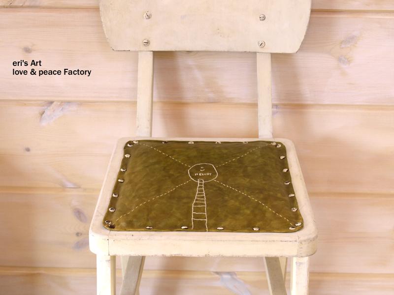 刺繍を施したリメイク椅子 FA-002 ※販売を中止しました