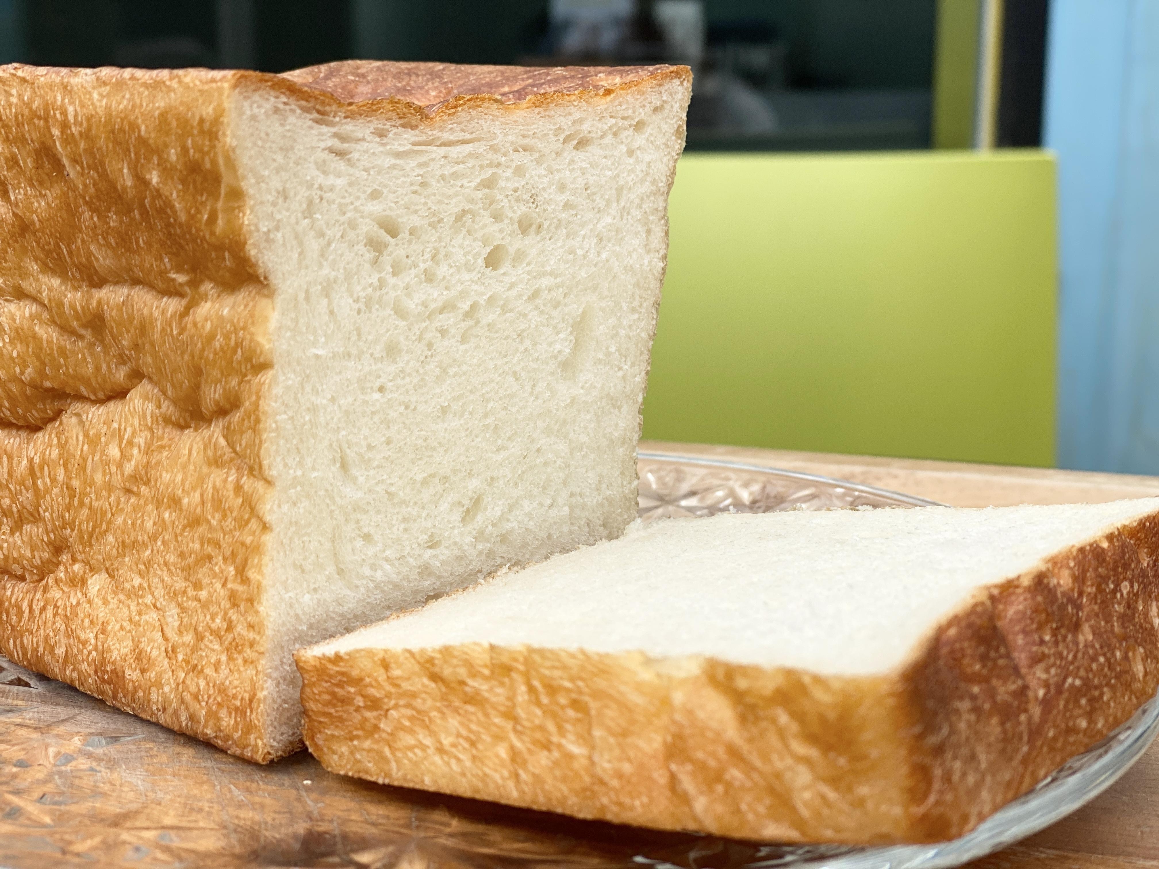 プレーン・デニッシュ食パン各1個