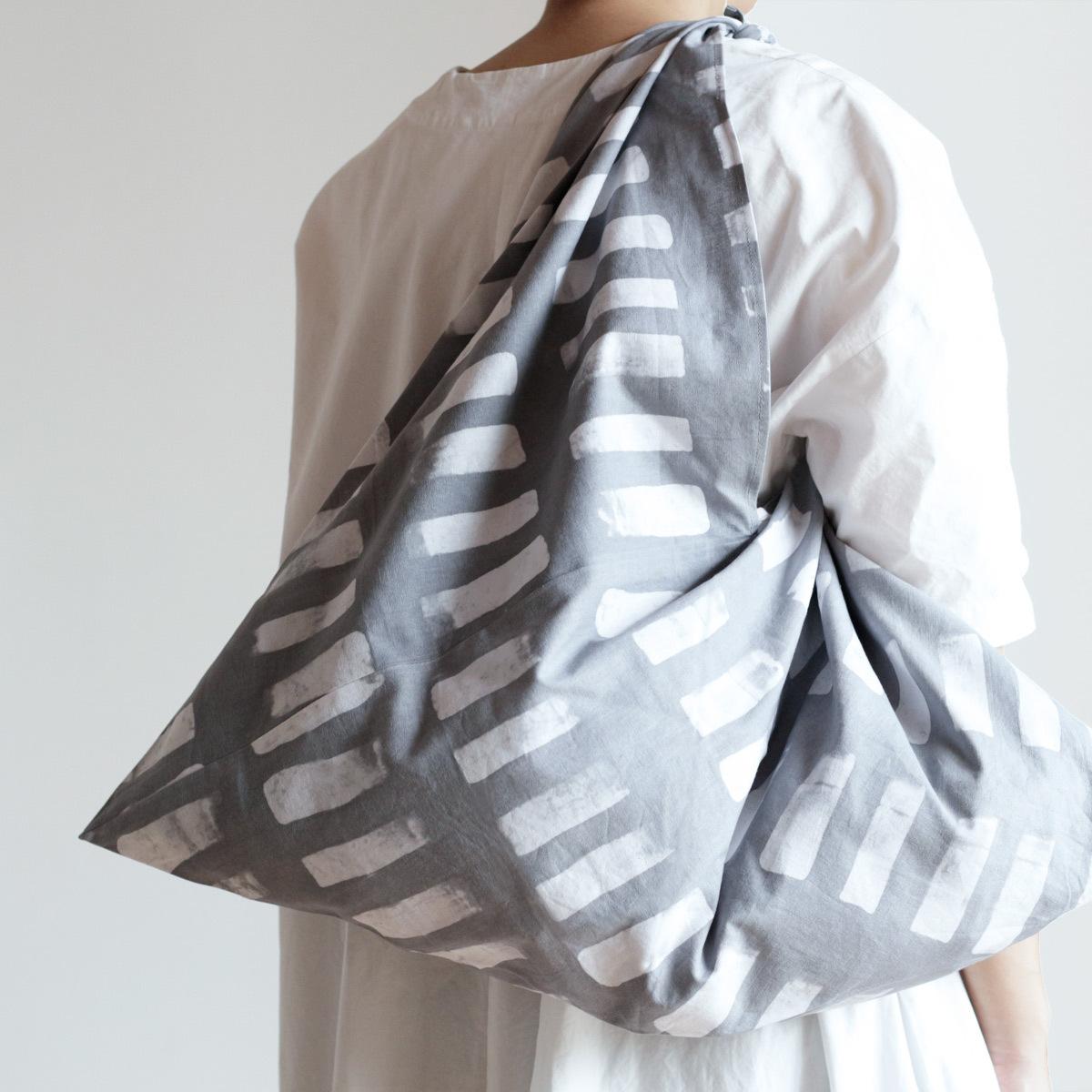 手染めのムラを愉しむバティック  あずま袋 L  /  White × LightGrey