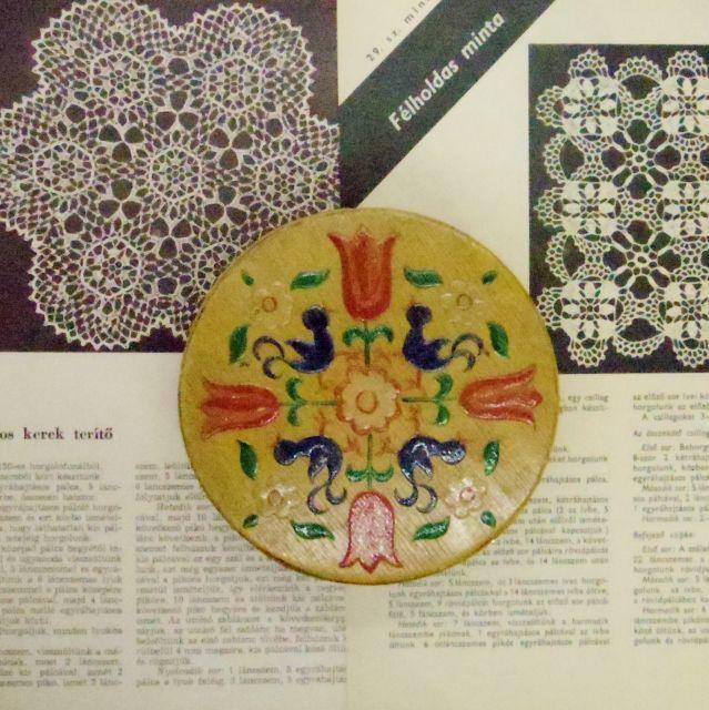 木の箱::: 花と鳥の描かれた丸くて薄い箱
