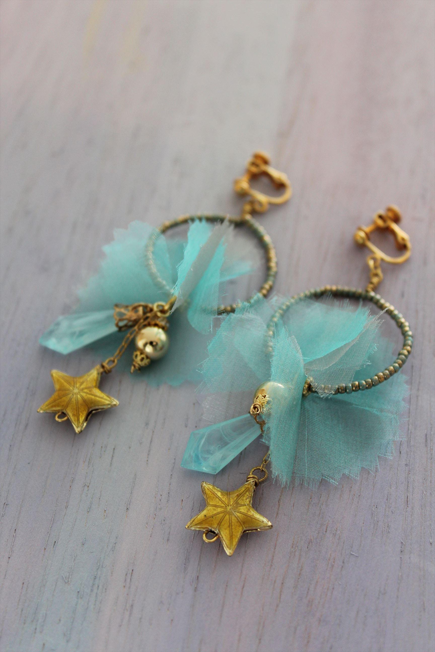 水色のシルクオーガンジーと星のフープイヤリング