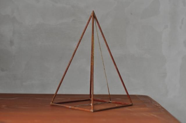 ワイヤー立体図形オブジェ(四角錐)