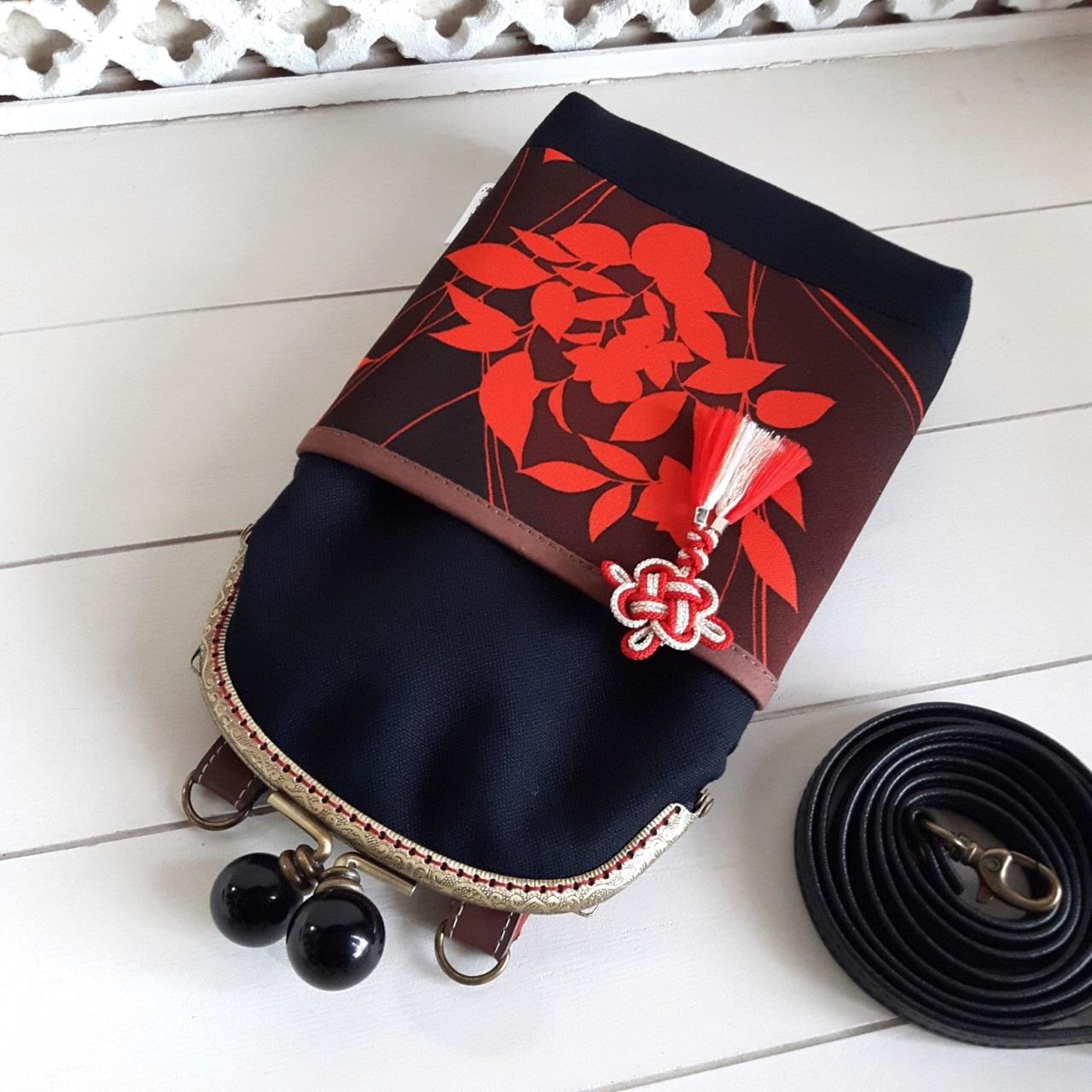 がま口スマホポシェット 黒×赤模様(内側:赤花柄)