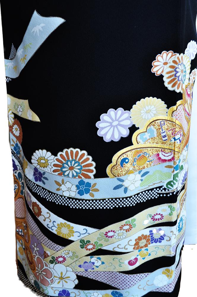 ハイクラス黒留袖レンタル【高級加工品】「正絹豪華金彩と友禅による熨斗目をあしらった松竹梅や菊などの花柄」L寸kuroh2[往復送料無料] - 画像4