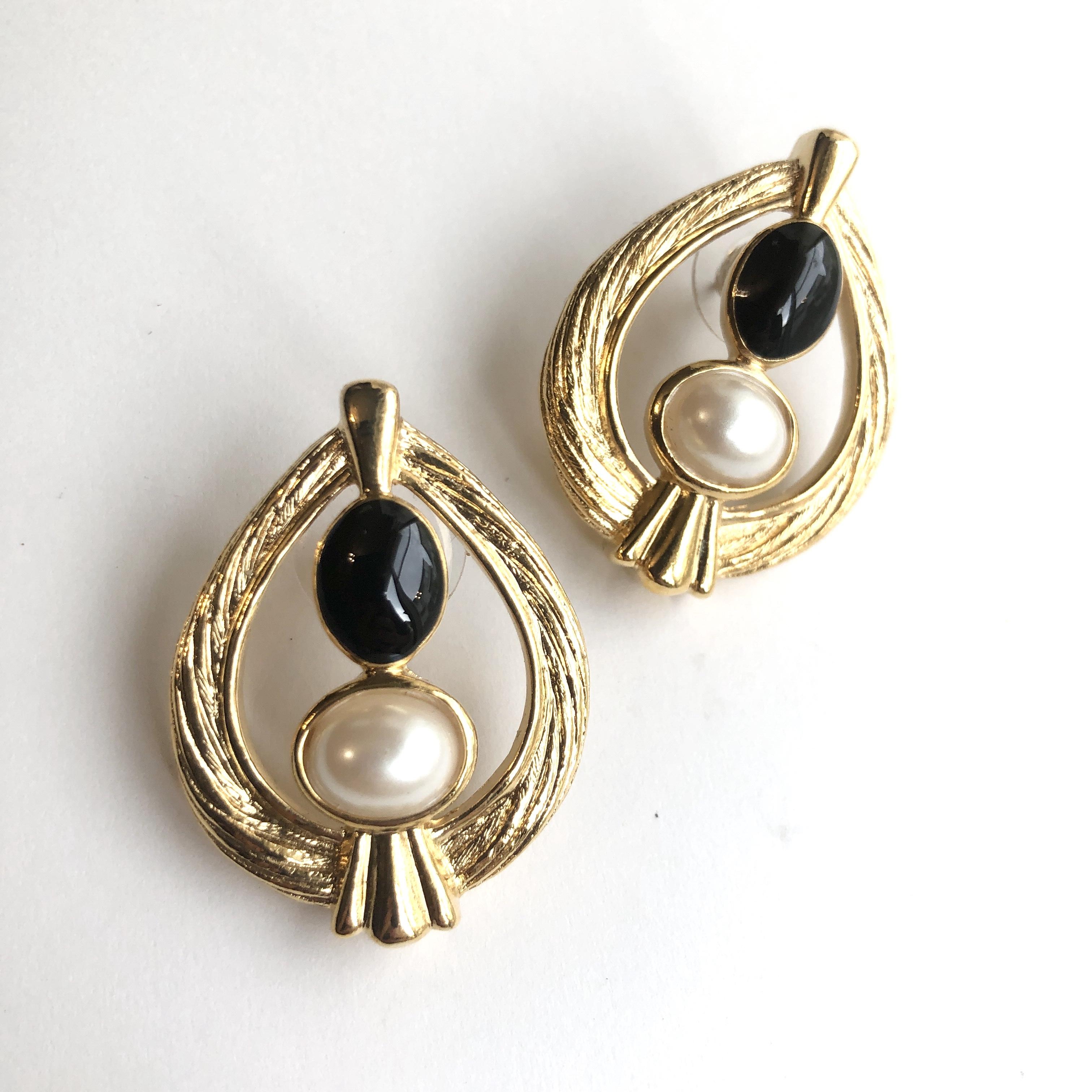 AVON Vintage pierced earrings X-025
