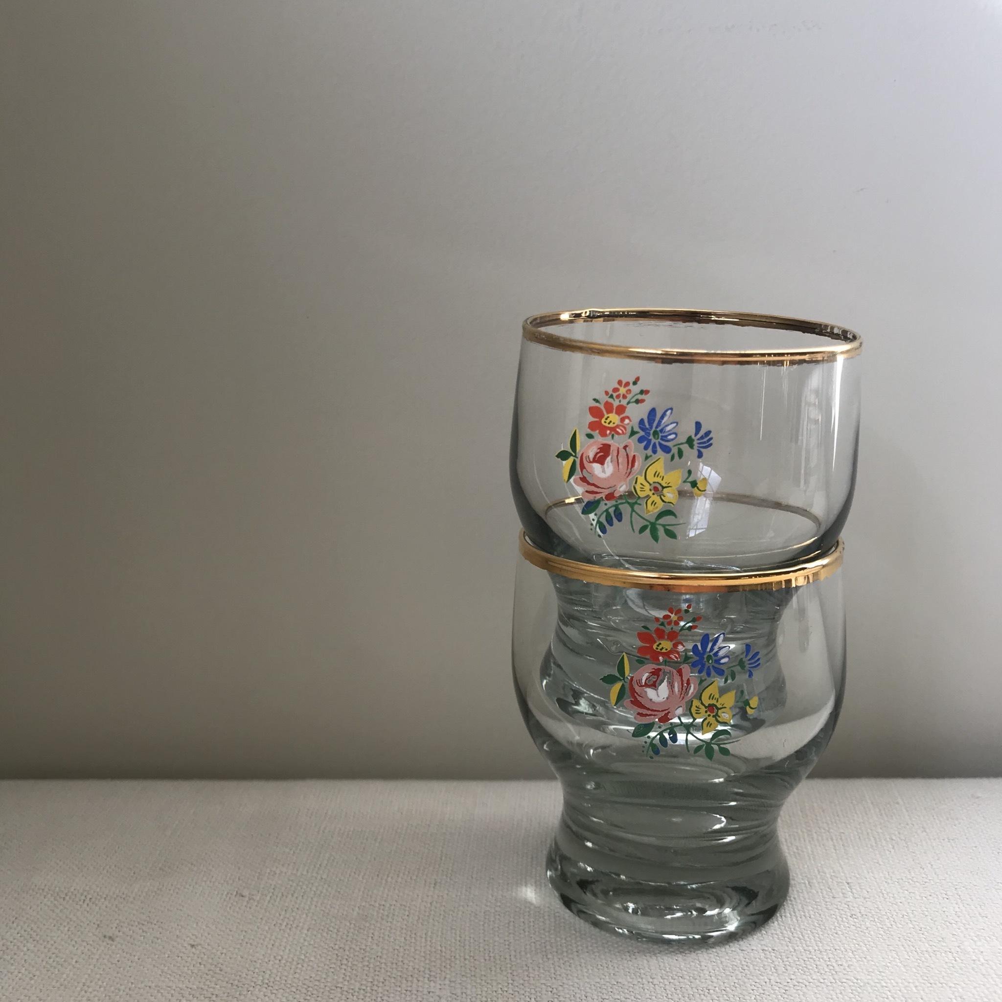 花柄の小さなジュースグラス