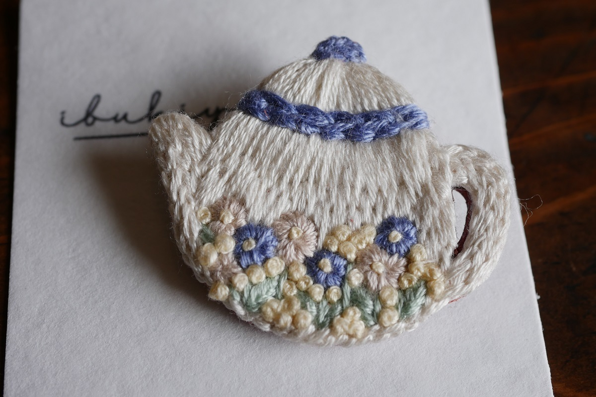 IBUKIya 刺繍ブローチ「ティーポット」ib-02