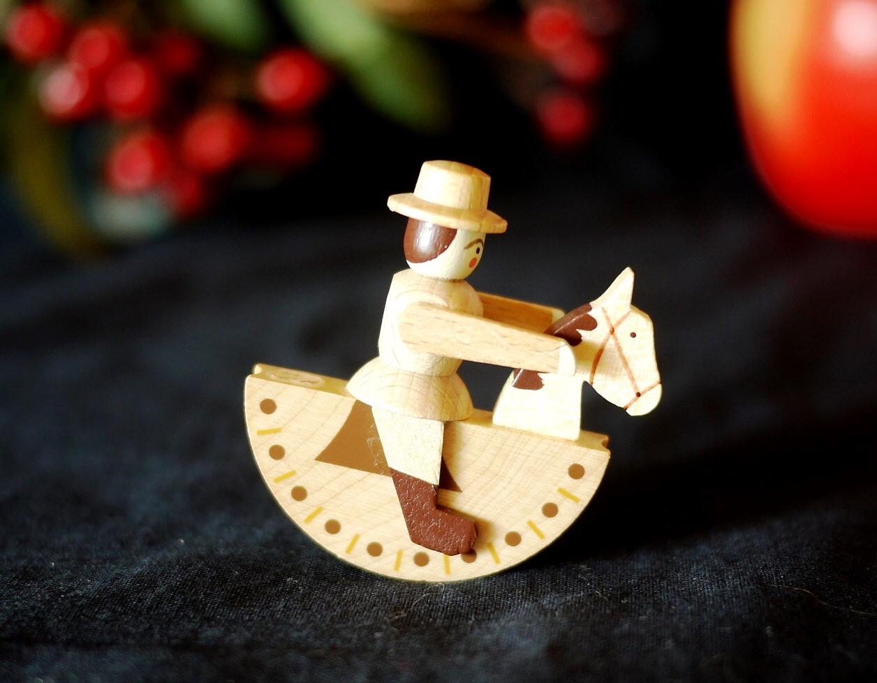 ドイツ エルツの木馬と人形 栗毛 ロッキングホース クリスマスオーナメント