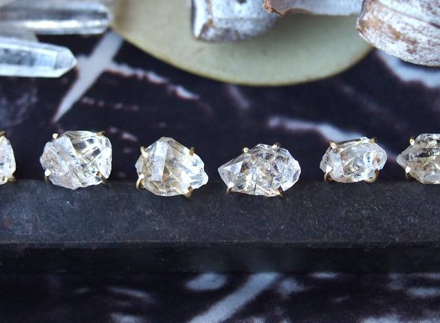 大粒原石のダイヤモンドクォーツのピアス