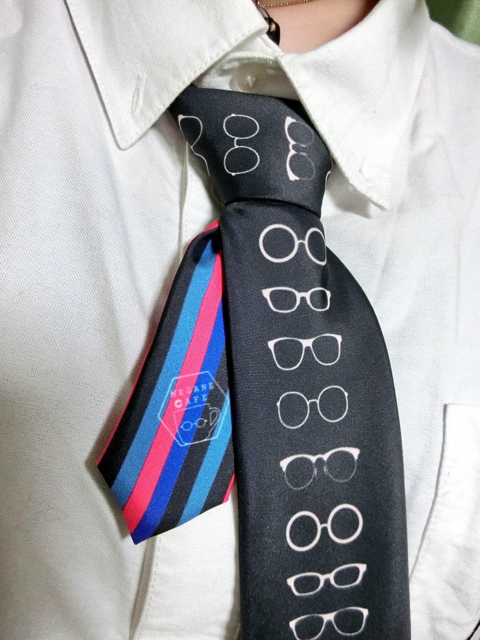 遊び人のメガネクタイ。