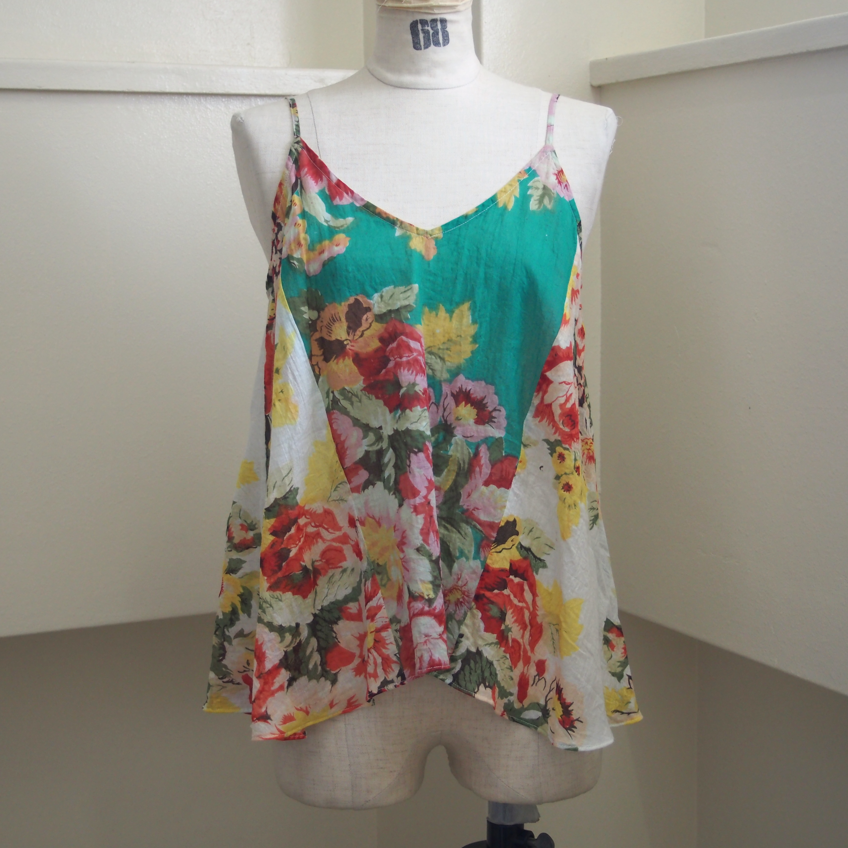 【ethical hippi】flower print camisole(A) / 【エシカル ヒッピ】フラワー プリント キャミソール(A)