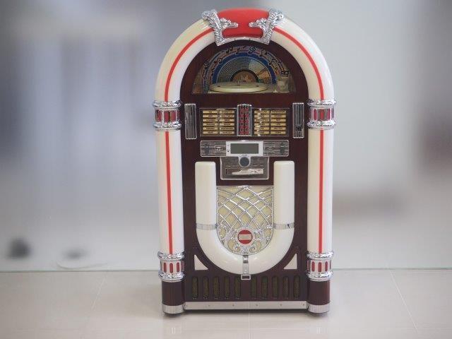 品番0012 ジュークボックス / Juke Box ターンテーブル付きジュークボックス すでに生産中止 CD MP3も聞けます 011