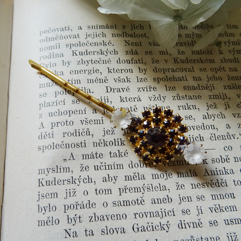 チェコスロバキア お花のビジューピン