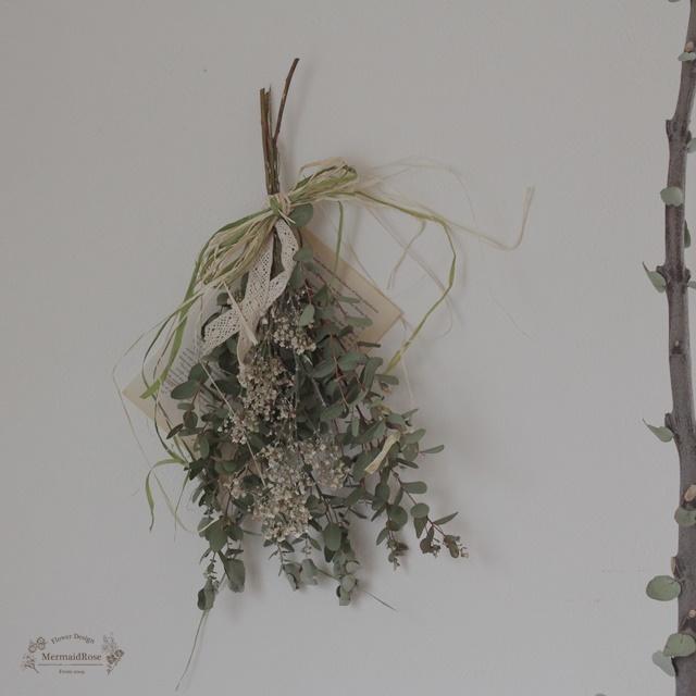 ユーカリとかすみ草のシンプルスワッグ洋書1P付