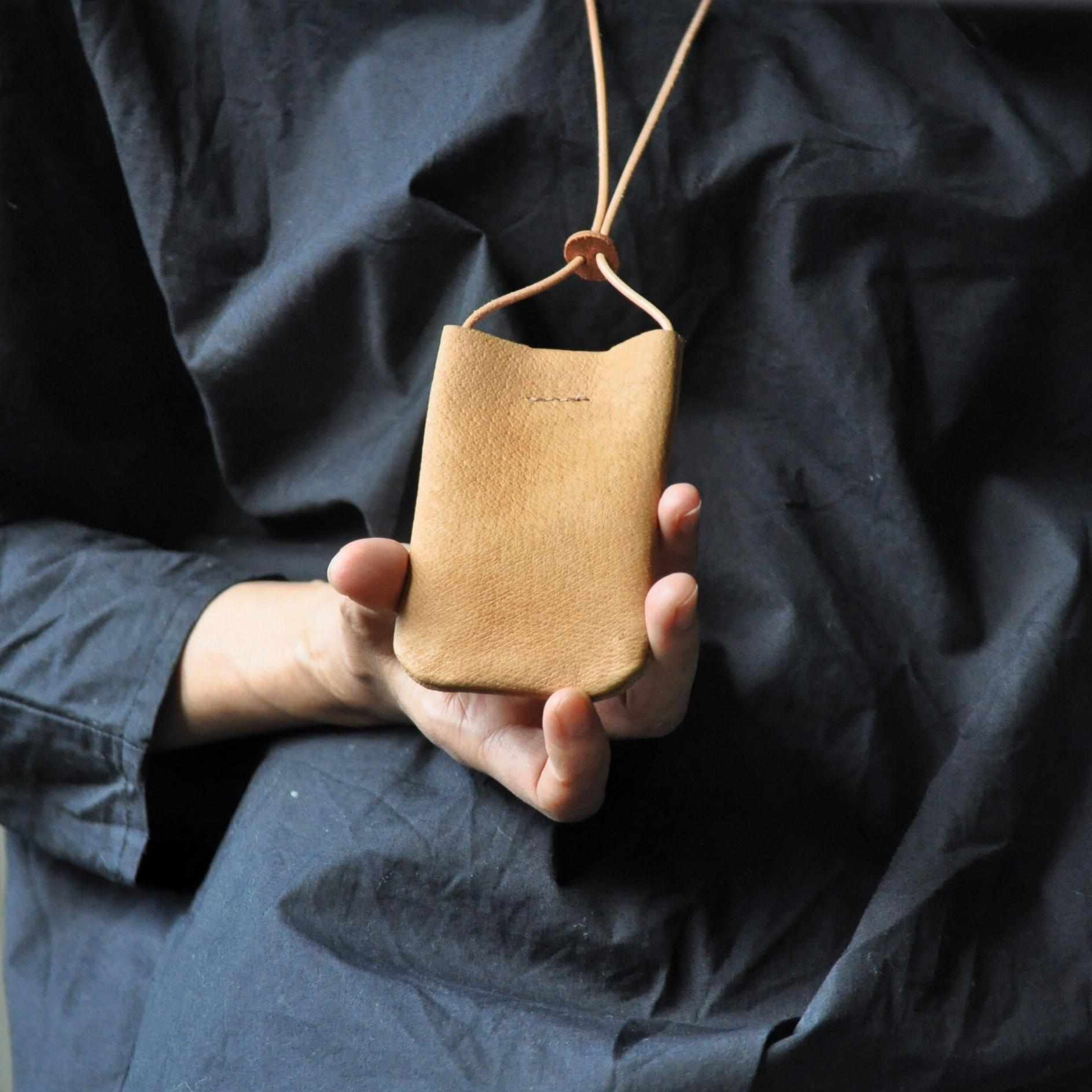革のPASMO&Suicaホルダー【camel】ロングストラップ