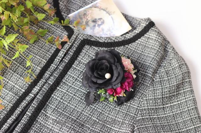 黒い薔薇とローズピンクのお花のコサージュ 入学式 卒業式 卒園式 懇親会 結婚式 フォーマル