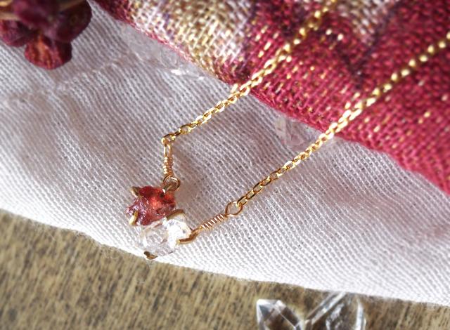 原石のルビーとダイヤモンドクォーツのネックレス