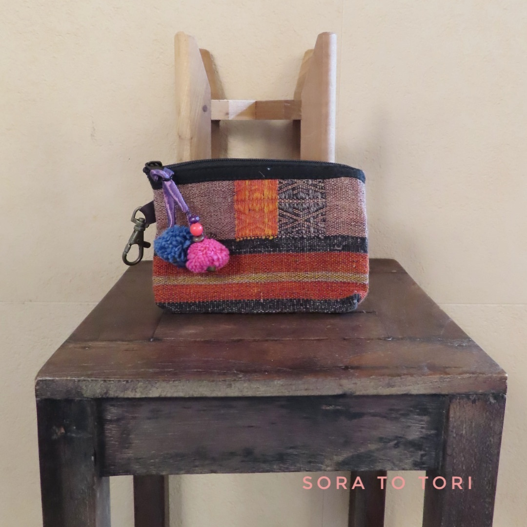 チェンマイ ナガ族の刺繍ポーチ ボンボン色 ピンク×青色